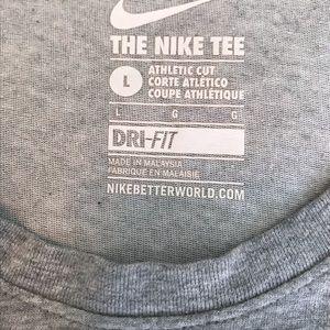 Nike Tops - 🛍The Nike Tee